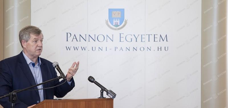 Öttagú kuratórium irányítja a modellváltó Pannon Egyetemet fenntartó alapítványt